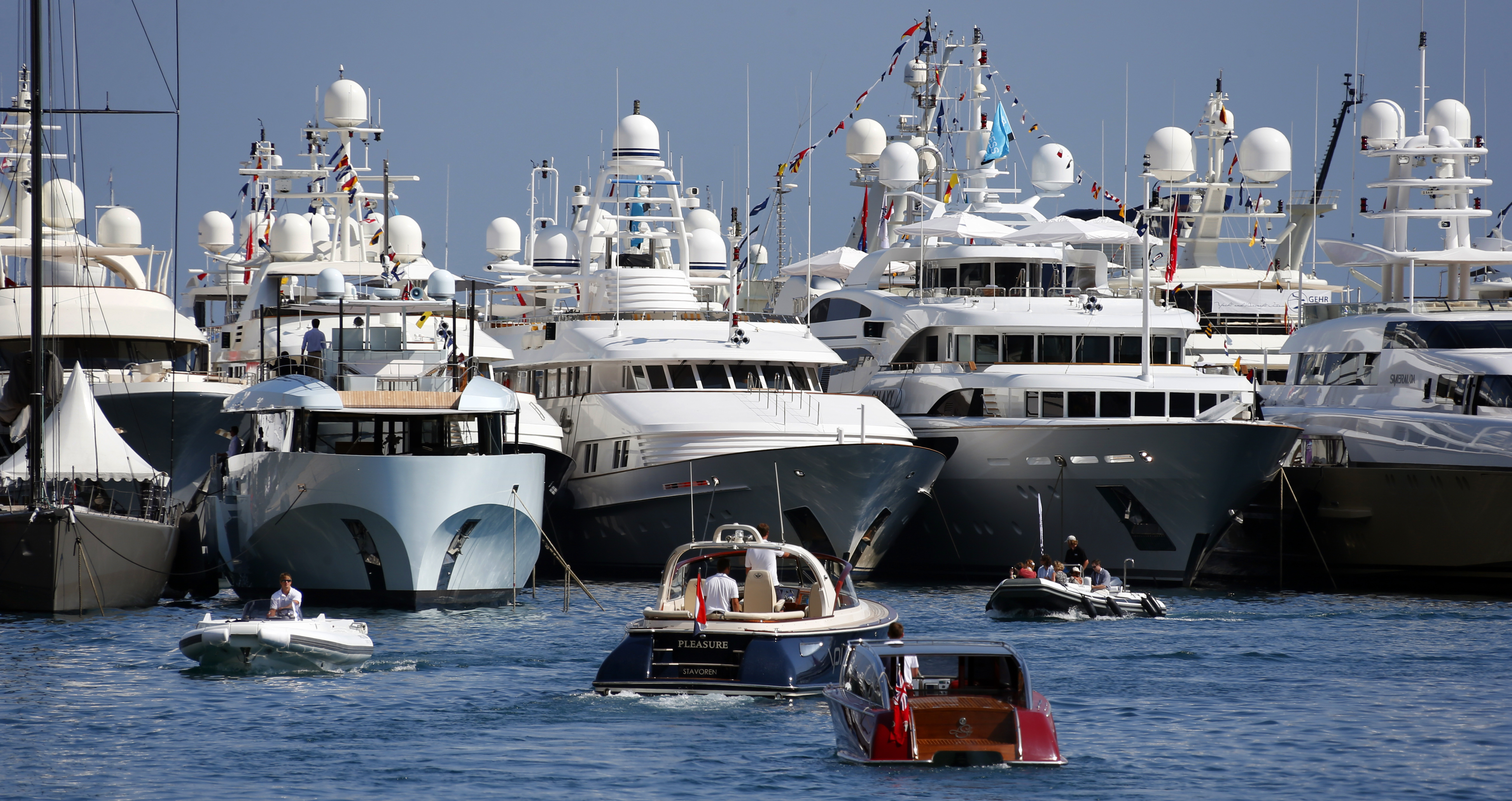 Democrats Go After Tax Loopholes For Yachts Vacation Homes