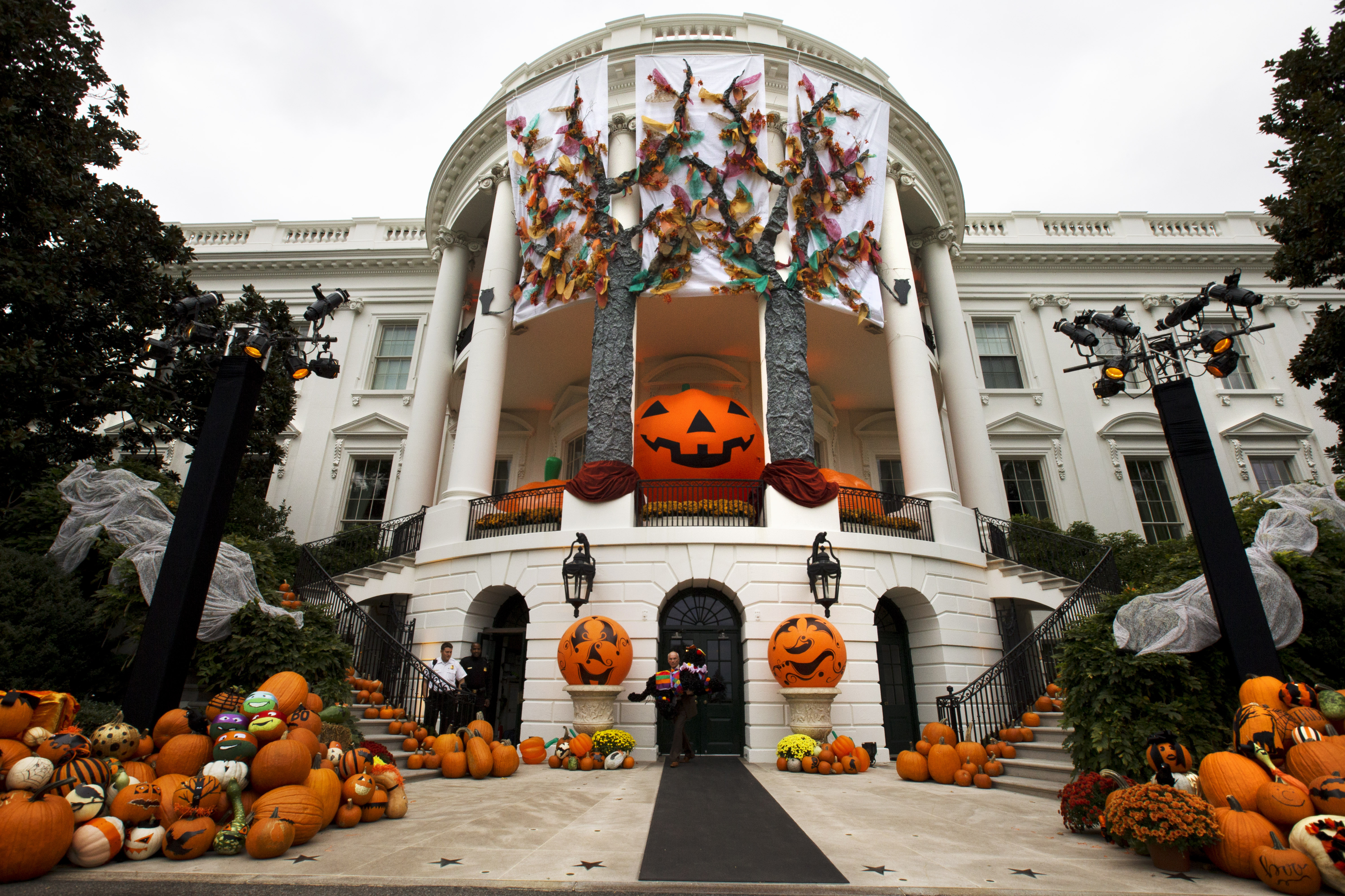 halloween at the white house - Halloween Decorated House