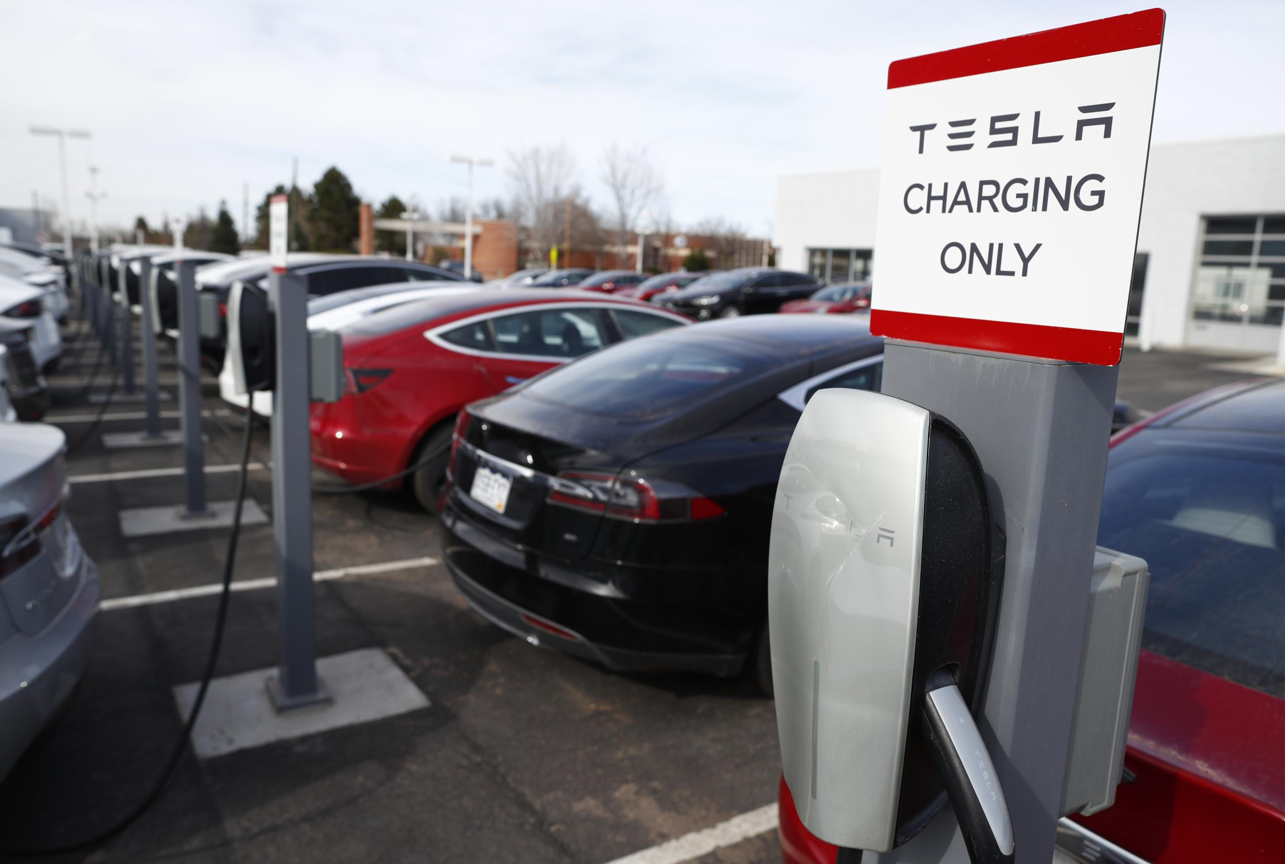 Progressives Push American Made Mandate Amid Electric Vehicle Credit Fight